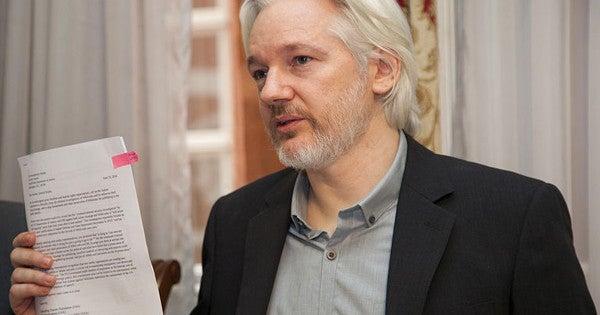 Wikileaks' Julian Assange Reportedly Tried To Get A Russian Visa