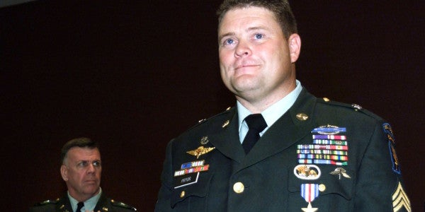 UNSUNG HEROES: The Green Beret Who Killed 4 Enemy Fighters, 1 With His Hands