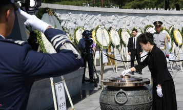 9 Ways Other Countries Honor Their Fallen Troops
