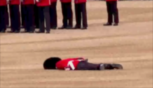 6 Times Soldiers Passed Out In Formation