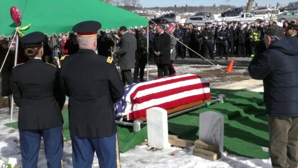 A D-Day veteran faced an unattended burial. 500 strangers showed up to honor his service