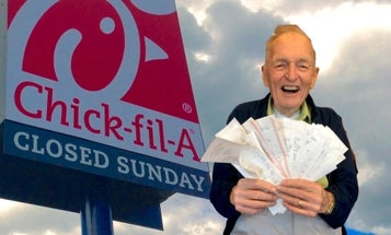 A World War II veteran picked up a $1,500 tab for military families at his local Chick-fil-A