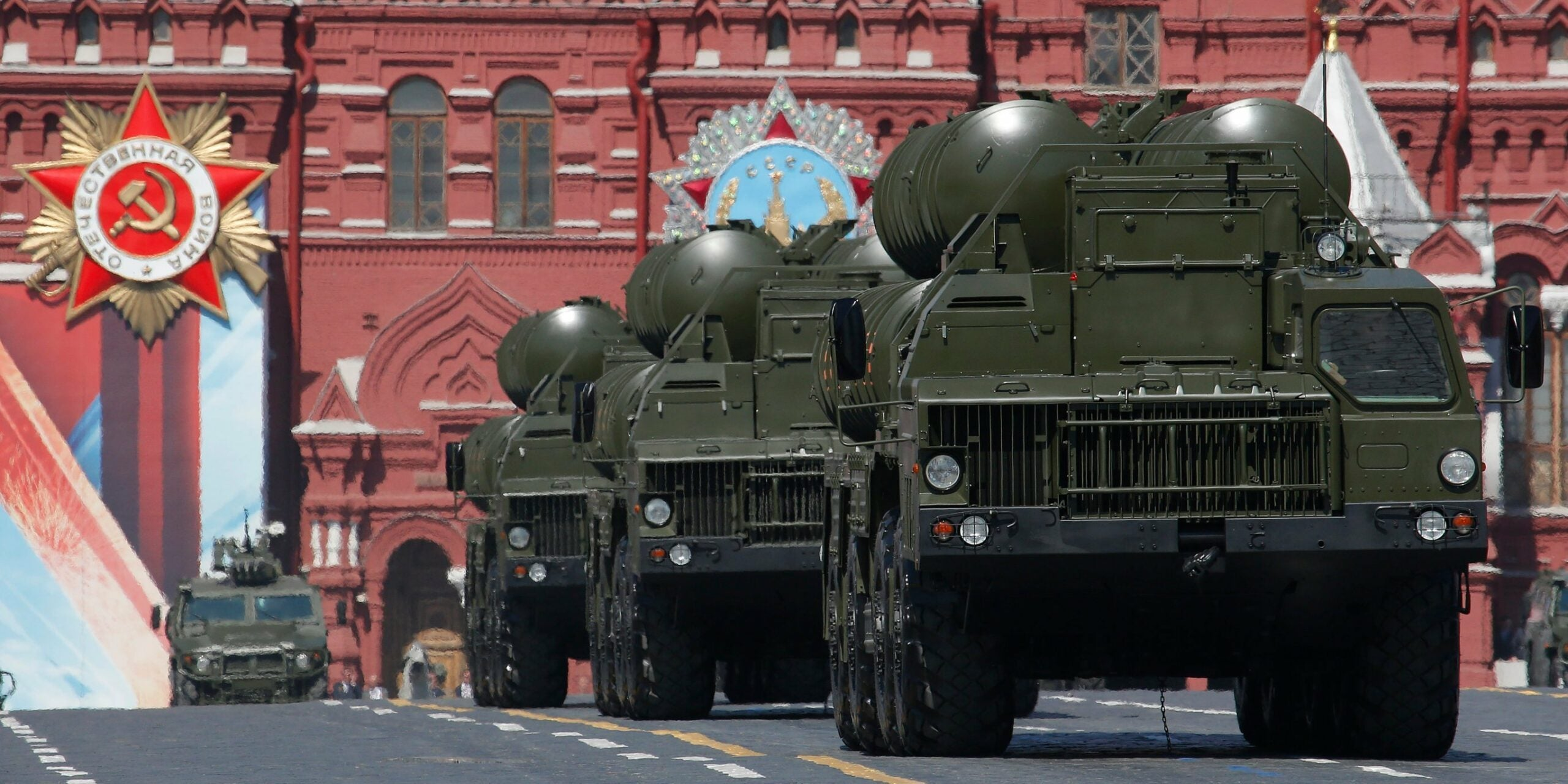 Russia tried to send its most advanced air defense system to China last year. Then a storm got in the way