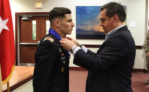 Army captain receives Soldier's Medal for saving two people from a burning vehicle