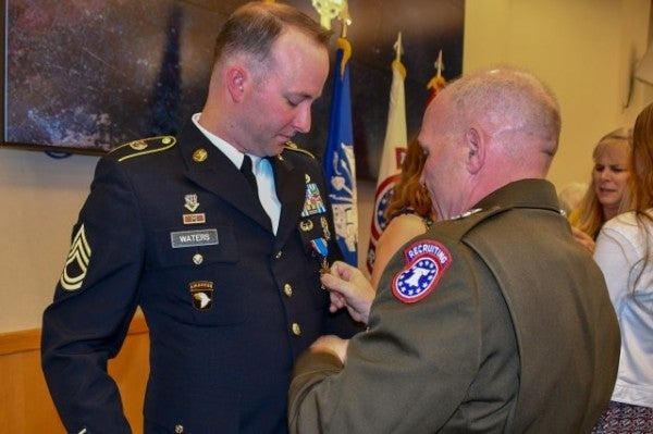 Army recruiter awarded Distinguished Service Cross for dragging fellow soldiers to safety under enemy fire in Afghanistan