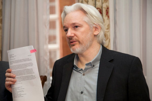 US formally requests UK to extradite Julian Assange