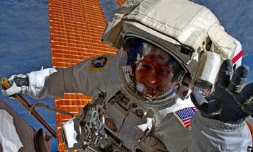 An Army astronaut just swore in 1,000 new recruits from outer space
