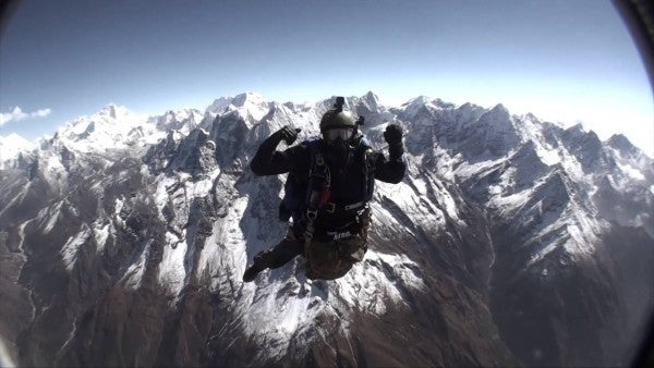 A pair of special ops veterans are attempting a record military freefall from Mount Everest