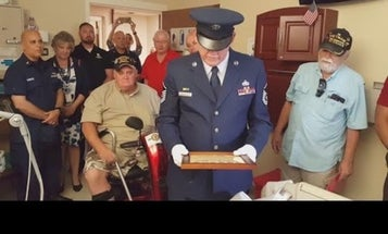 Hundreds of veterans gathered at a dying Florida vet's bedside to thank him for his service