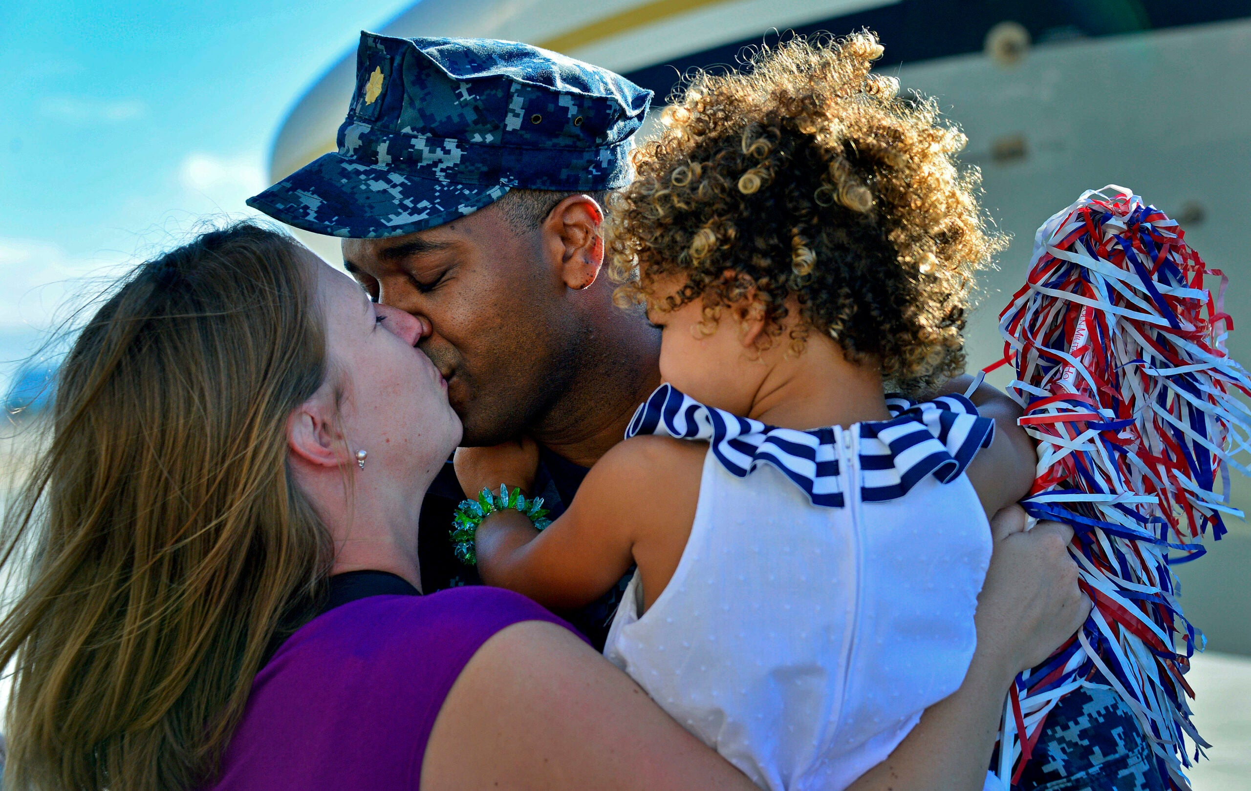 Warm Your Heart With These 18 Photos of Homecoming Kisses