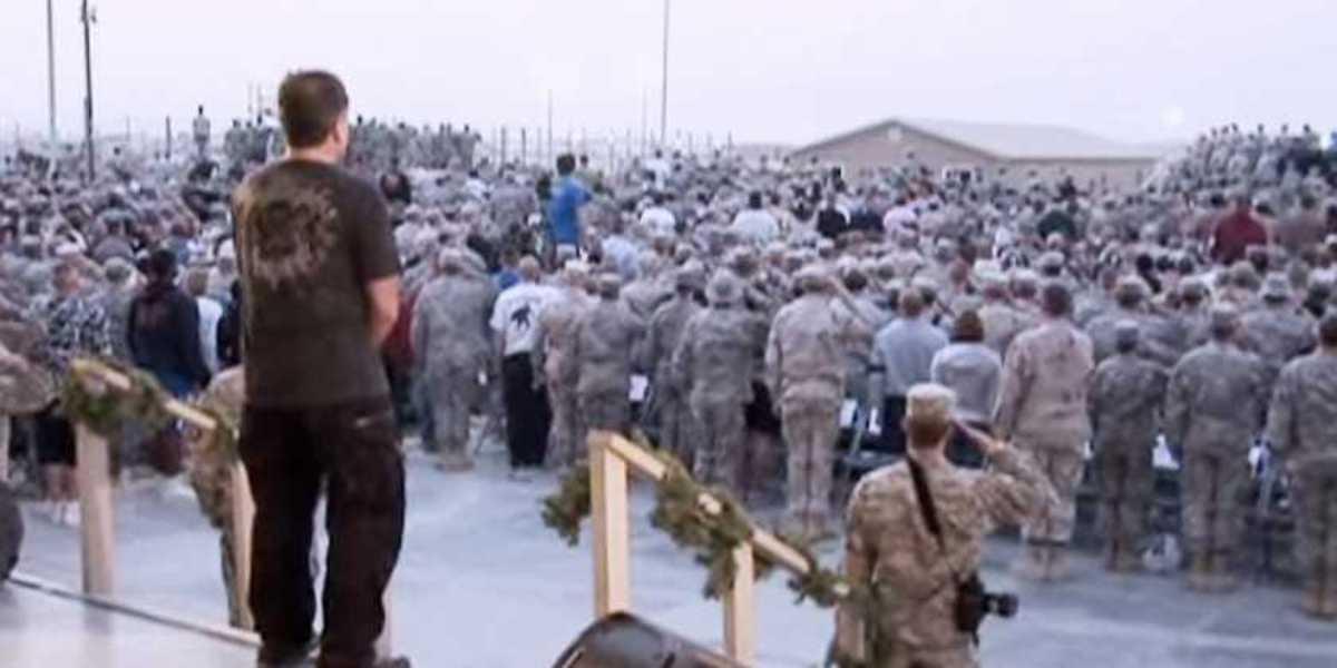 Robin Williams in Kuwait in 2007