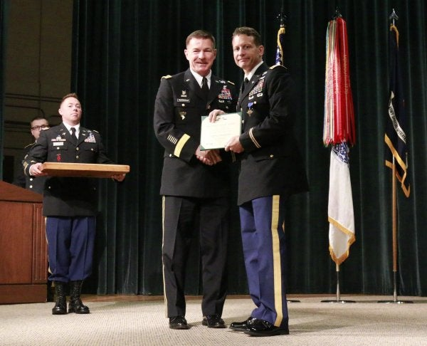 Black Hawk pilot receives Distinguished Service Cross for heroically shielding Green Berets from enemy fire