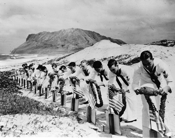 5 Heart-Rending Images From The Attack On Pearl Harbor