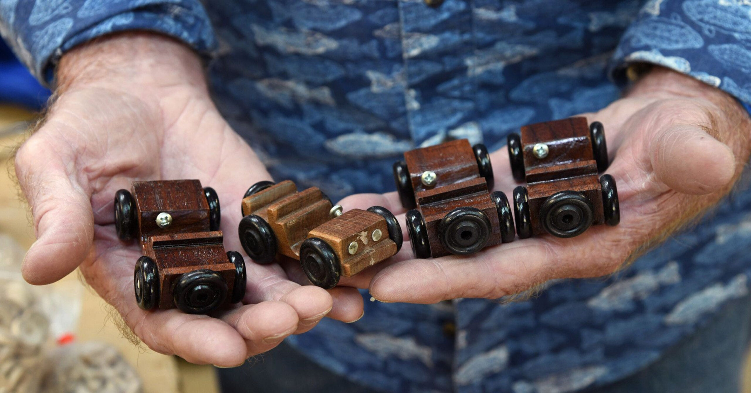 Real-life Santa Claus makes wooden tanks and jeeps for Toys for Tots