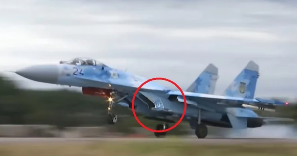 Watch a Ukrainian fighter jet nail a road sign during a rough landing outside Kiev