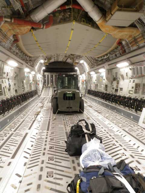 'I bet it never smells like farts in there' — How a C-17 pilot flies Secret Service agents around the world