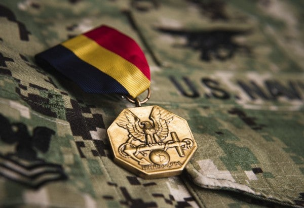 Navy SEAL who saved 3 kids from drowning receives medal for his heroism