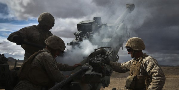 US Marines Move Into Syria With Howitzers