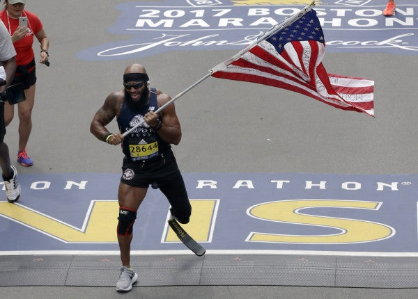 Marine Vet Who Lost Leg In Afghanistan Runs Boston Marathon With American Flag