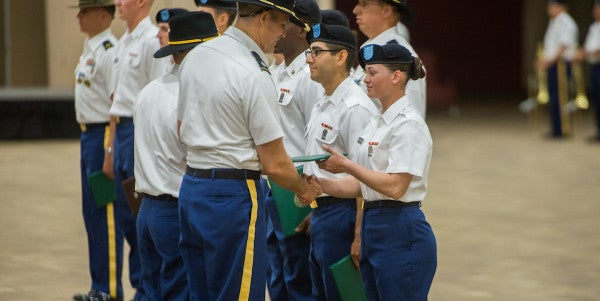 First 4 Women Graduate From Cavalry Scout Training At Fort Benning