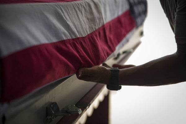 Students Serve As Pallbearers For Unclaimed Veterans
