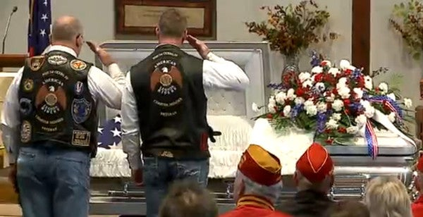 1,000 Strangers Attend Funeral For Marine Vet With No Family
