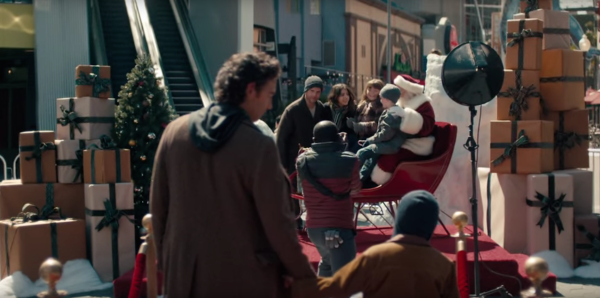 New Toys 'R' Us Christmas Ad Tugs At Military Family Heartstrings