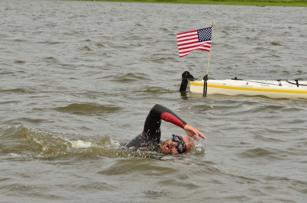 This Navy SEAL Just Swam The Mississippi River To Honor Those Killed In Combat