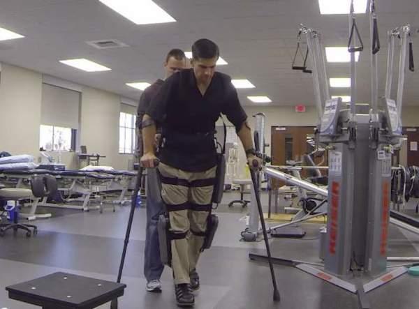 Paralyzed Marine Derek Herrera Walks Into Retirement