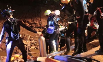 How The Thai Navy Rescued The First 4 Boys From That Isolated Cave In Thailand