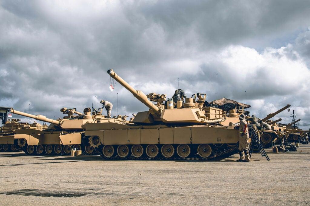 m1 abrams m1a2c main battle tanks