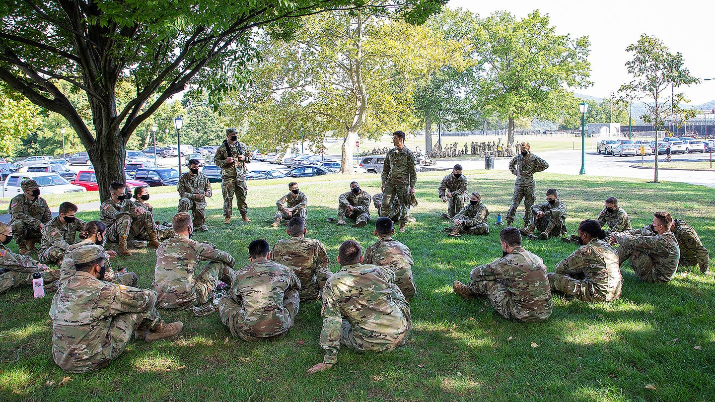 soldiers talking
