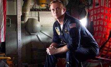'Blue Angels' Marine awarded highest non-combat heroism medal after saving 3 kids [Updated]