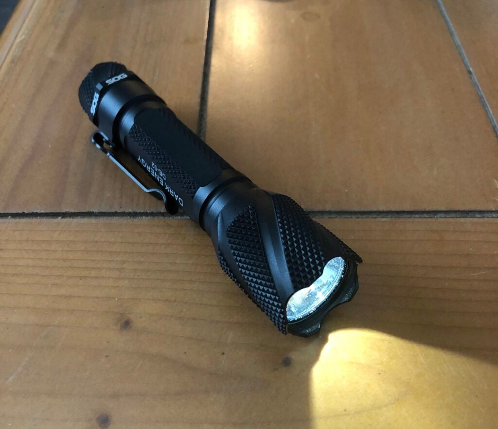 Review: the SOG Dark Energy DE-02 flashlight is your next companion light